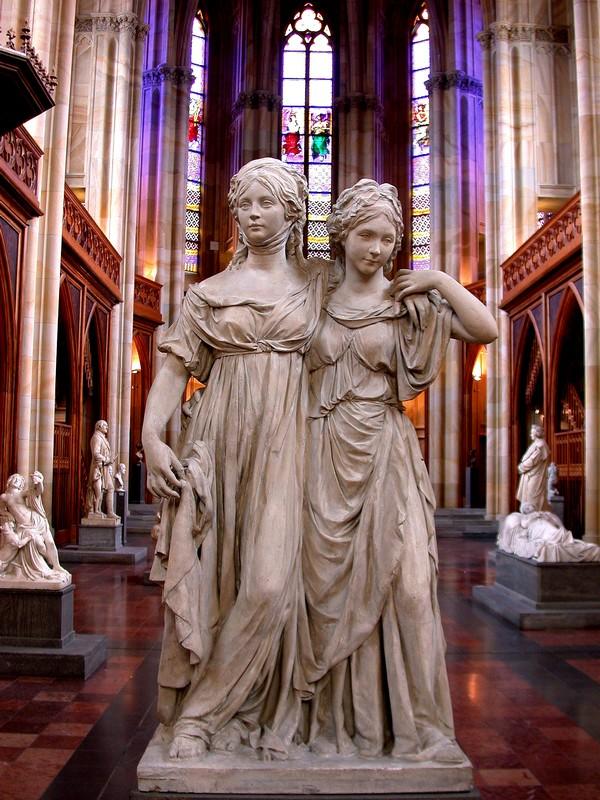 Statue - Prinzessin Luise und Friederike